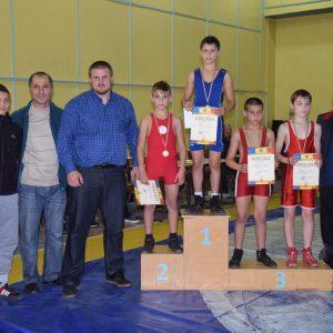 В Копчаке состоялся турнир по вольной борьбе среди школьников