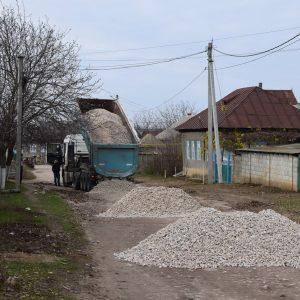 Благоустраивается дорога в «белом варианте» на участке улицы Мичурина