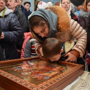 На протяжении двух дней 27 — 28 января в святоуспенскую церковь с. Копчак были привезены мощи Aндрея Первозванного