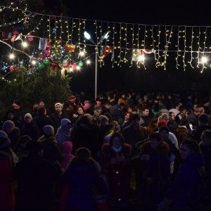 Жители и гости Копчака традиционно встретили Новый Год на площади с Дедом Морозом и Снегурочкой