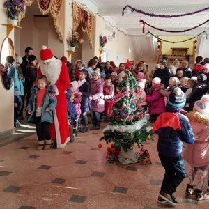 Новогодний утренник с подарками прошел в Доме Культуры для детей работников бюджетной сферы