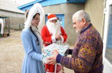(Видео/Фото) От имени примэрии продолжается вручение Рождественских подарков пенсионерам села
