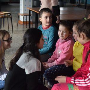 Ученики лицея им. С. И. Барановского провелиблаготворительную акцию с вручением подарков в школе интернат г. Чадыр-Лунга