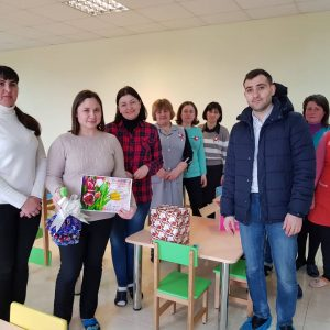 Примар Копчака Олег Гаризан вместе с заместителемНиколаем Яланжи поздравили женщин села с 8 марта