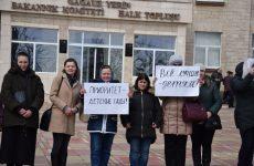 (Фото/Видео) Местные советники Копчака довели родителей и руководство детского сада №3 до протестов перед Исполкомом