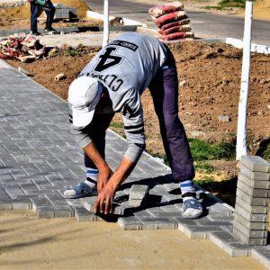 Акцент на пешеходы: На улице Б. Главана полным ходом строится тротуарная дорожка