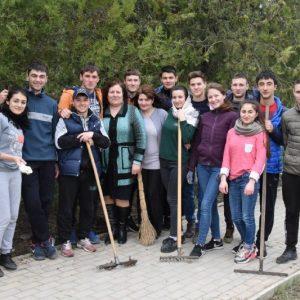 (ФОТО) Все работники учреждений и организаций села дружно благоустроили территорию села перед праздником Пасхи