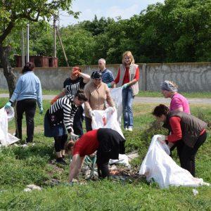 Более тысячи односельчан вышли на субботник для уборки территории села от мусора