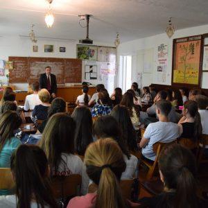 Олег Гаризан встретился с лицеистами, чтобы ответить на все интересующие их вопросы и рассказать о дальнейших планах