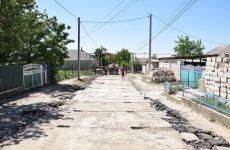Нижняя часть улицы Фрунзе укладывается дорожными плитами