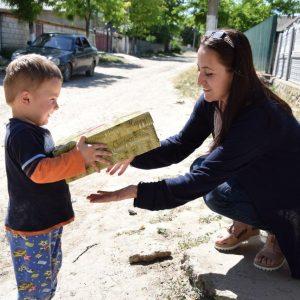 (ФОТО) В преддверии дня защиты детей примэрия навестила детей-инвалидов 1, 2 и 3 группы с подарками