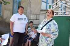 Женсовет «Надежда» в Международный день защиты детей навестил троих детей с подарками и денежной помощью