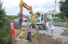 Отдел благоустройства примэрии приступил к разбивке цветочных клумб по улице Родака