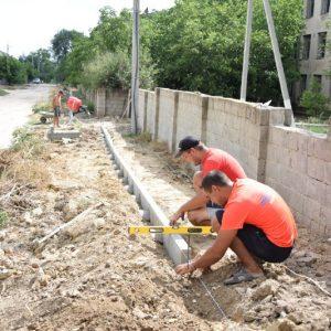 Идёт строительство тротуарной дорожки по улице Макаренко начиная от лицея имени Барановского до улицы Павлова