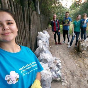 В рамках всемирного дня чистоты, самая активная молодежь Копчака провела уборку территории, около моста над речкой «Сары Су»