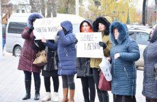 Родители и работники детского сада №3 провели акцию протеста перед зданием Исполкома и Народного собрания Гагаузии