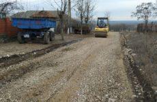 Благоустраивается дорога в «белом варианте» по улице Димитрова