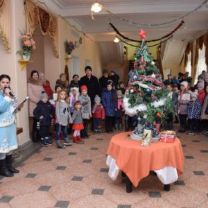 Новогодний утренник с подарками и сладким столом прошел для детей Копчака в Доме Культуры