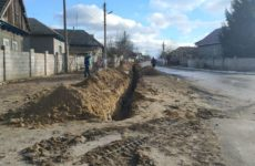 По улице Горького проводится подключение жителей к канализационной и водопроводной сети
