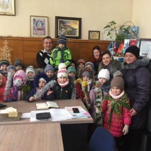 Воспитанники детского сада №2 «Буратино» поздравили сотрудников примэрии с Новым Годом и Рождеством
