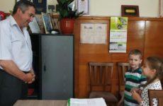 Воспитанники детского сада N2 пригласили примара с.Копчак Гаризан О. Ф. на свой выпускной