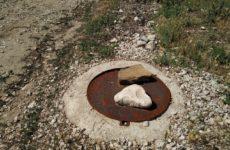 Неизвестные продолжают красть крышки канализационных люков