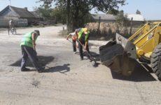 По улицам Родака, Б. Главана и Советская примэрия проводит ямочный ремонт дорог ⠀