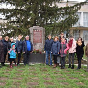 21 ноября, жители с. Копчак возложили цветы к 100 летию рождения Героя Великой Отечественной Войны, Гаризан Михаила Афанасьевича