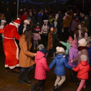 Копчакцы встретили Новый год на площади массовым гулянием, концертом и праздничным салютом