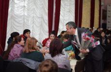 Традиционный праздник для женской половины села прошел в торжественном зале ДК