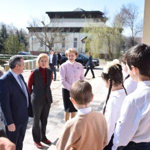 Председатель Парламента РМ и башкан Гагаузии поздравили многодетных мам Копчака в рамках каравана «От сердца к сердцу»
