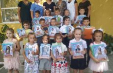 В детском саду №3 от имени примэрии выпускники получили свои первые школьные принадлежности