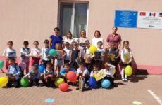 Выпускники детского сада №4 получили школьные принадлежности от примэрии Копчака