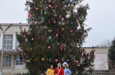 В канун Нового года и рождественских праздников в Копчаке подарки получили более 130 детей