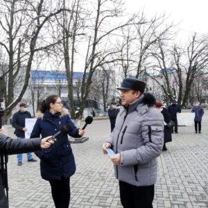В Комрате состоялась акция протеста жителей сел Дезгинжа и Копчака перед Исполкомом в связи с финансовым ущемлением жителей Гагаузии