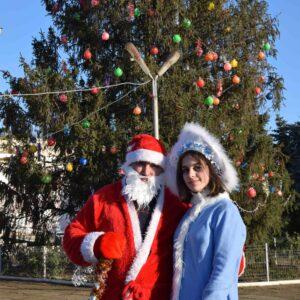 От имени примэрии и Дома Культуры самые старшие жители нашего села получили рождественские подарки.