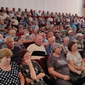 laf.md: В Копчаке провели сход граждан: Обсудили поджог техники и ситуацию в колхозе «Победа»
