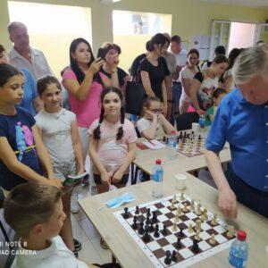 Анатолий Карпов 12-ый чемпион мира по шахматам сыграл с гагаузскими шахматистами в Комрате