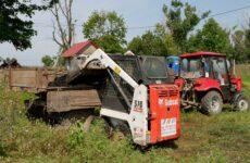 На очистных сооружениях проводятся работы по очистке иловых площадок.