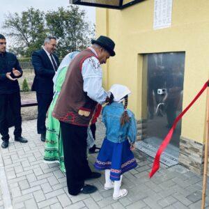 В селе Копчак торжественно открыли два новых бювета и парковую зону с парковой и детской площадкой